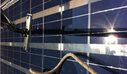 confiez l 39 entretien et le nettoyage de vos panneaux solaires trapeze. Black Bedroom Furniture Sets. Home Design Ideas